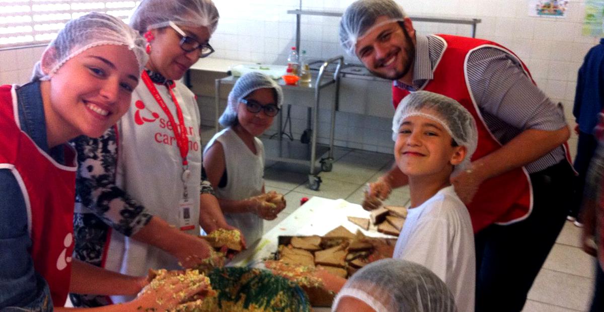 voluntarios-e-criancas